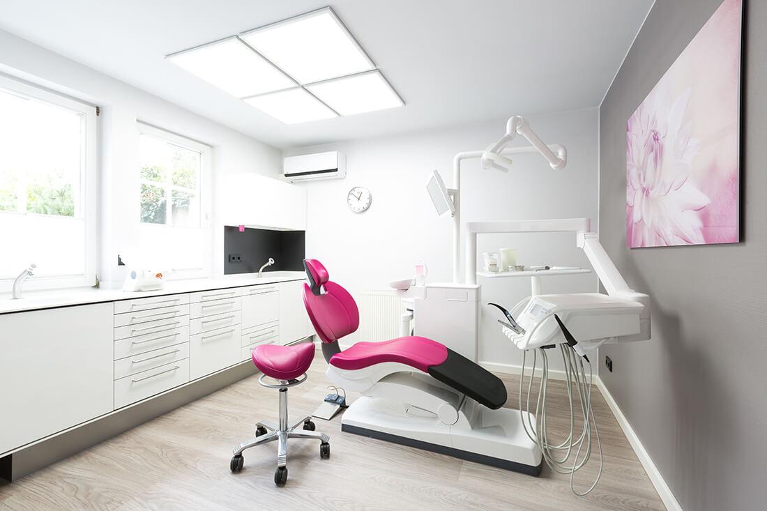 Zahnarzt-Stephan-Friedrich-Arendsee-Praxis-Behandlungszimmer-c